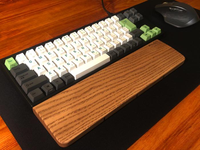 【レビュー】マウス、キーボードが全部乗せられるELECOMの『でか過ぎるマウスパッド』が広々として使いやすい!!