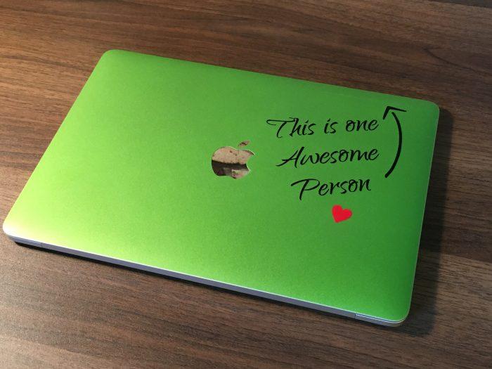 【レビュー】『アートステッカー』でMacBookがおしゃれに早変わり!種類も豊富でおすすめ!!