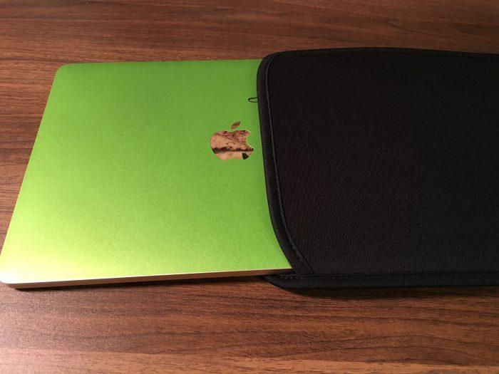 【レビュー】MacBookを裸でカバンに入れるのは危険!!『インナーケース』に入れると傷や衝撃から守られるぞ!!